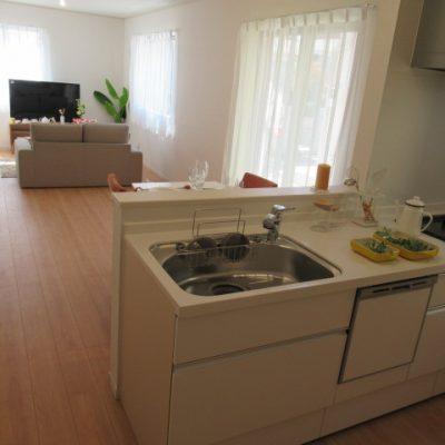 人気の対面式キッチン