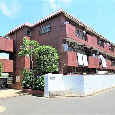 昭和56年9月築 3階建ての低層マンション